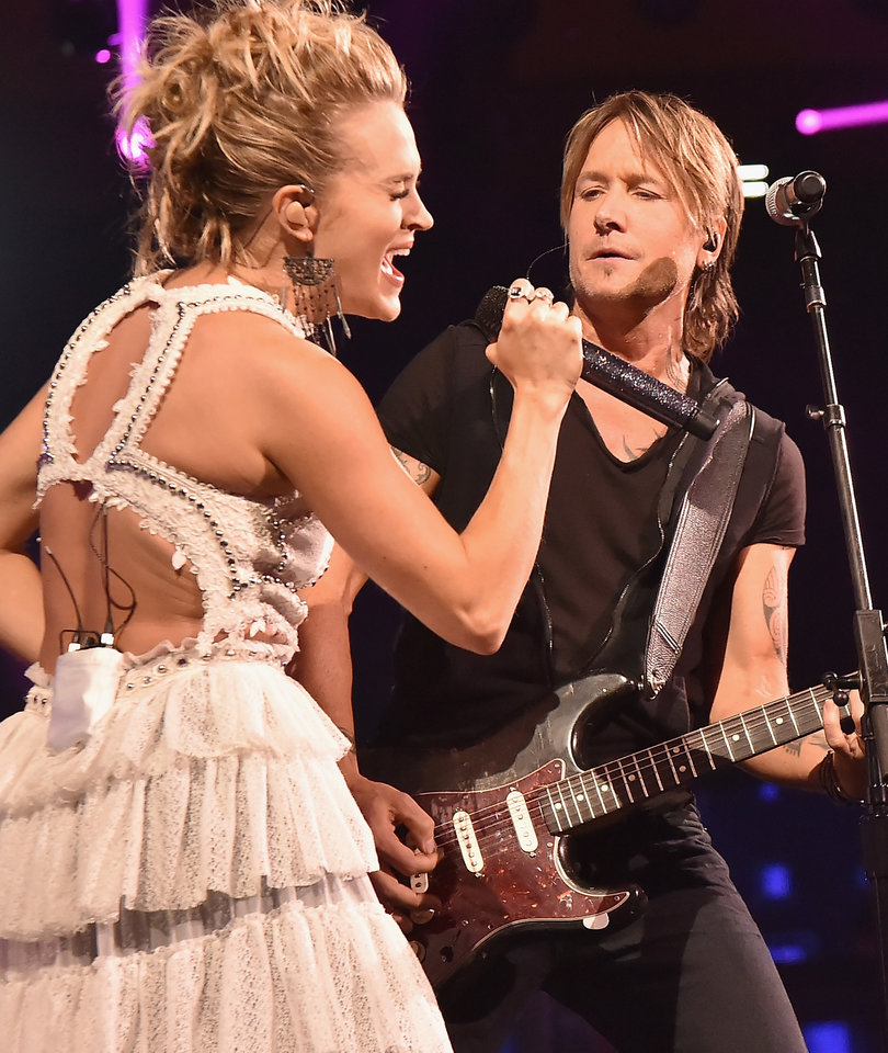 The Only 5 Buzzworthy Moments From the 2017 CMT Music Awards
