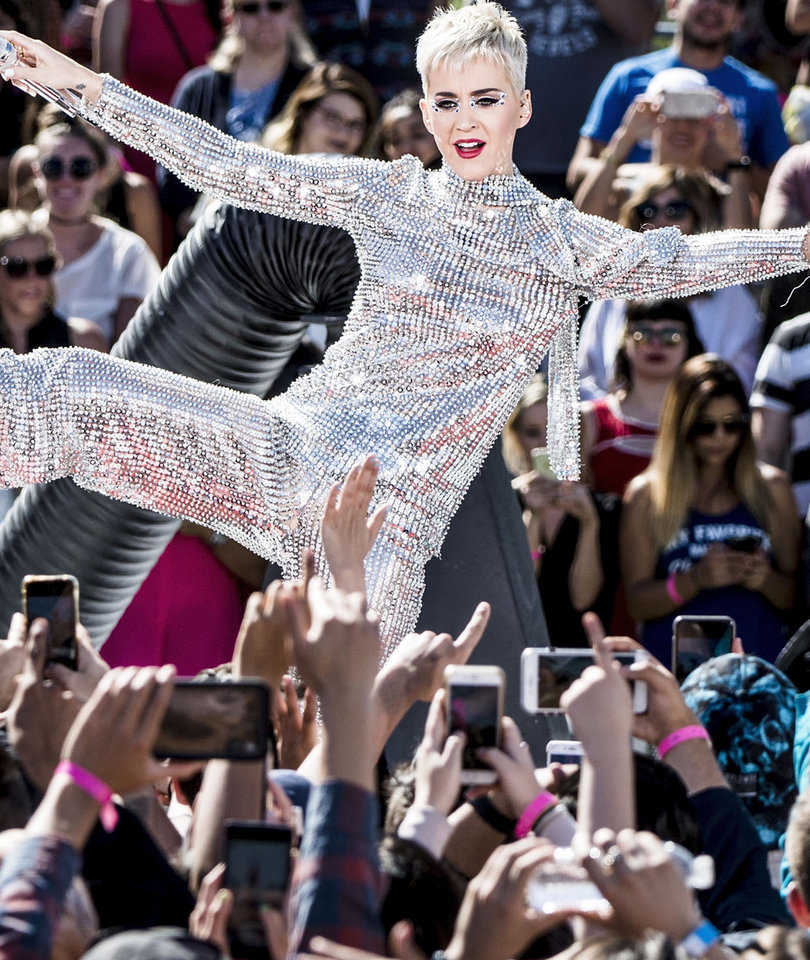 Katy Perry Takes Sequins to the Extreme at Free Fan Concert