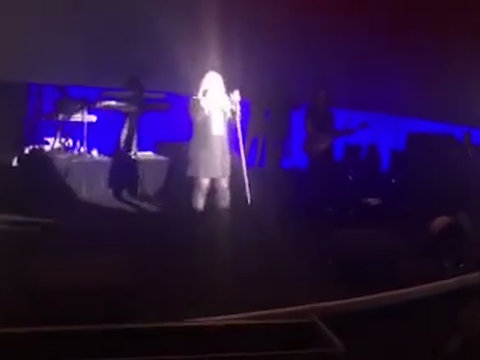 Kelly Clarkson Points Out Alex During Her Concert