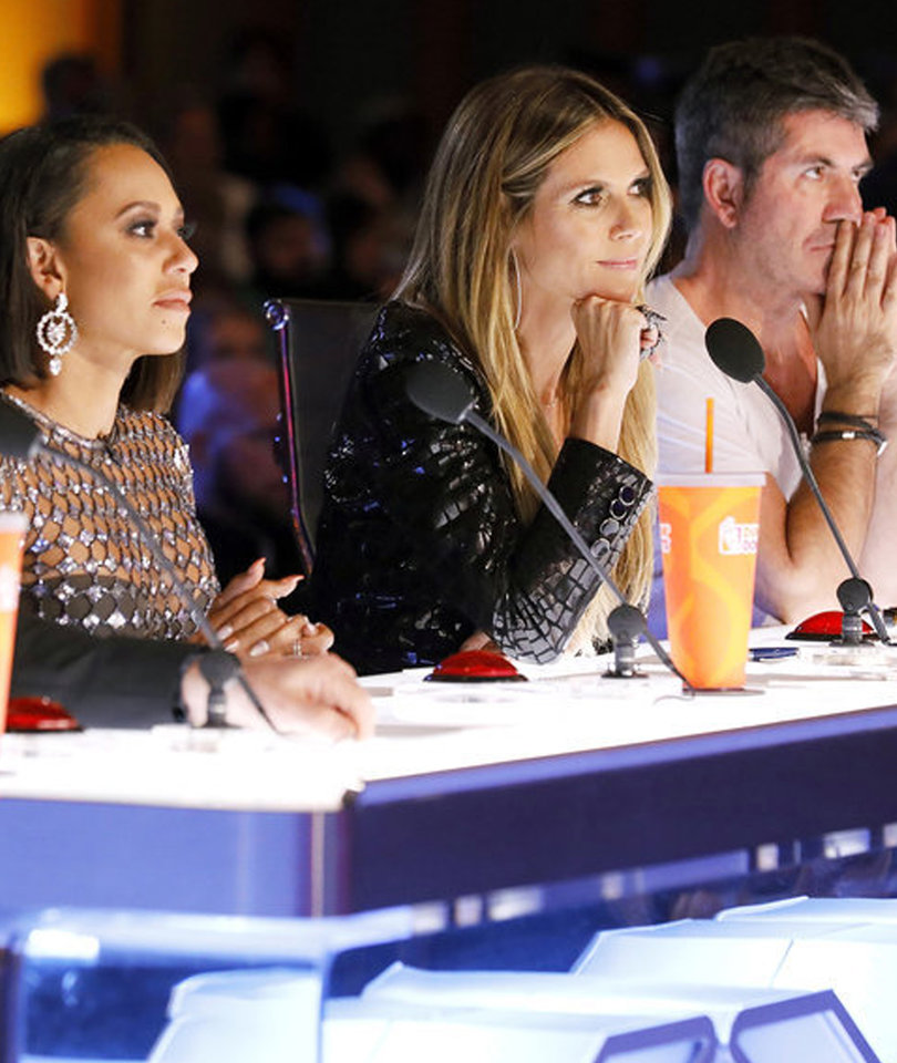 Magician Stuns TooFab's Fifth Judge for 'America's Got Talent'