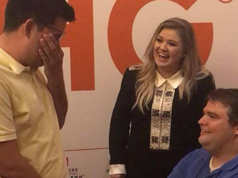 Kelly Clarkson Fan Reveals How Singer Made His Proposal Dream Come True