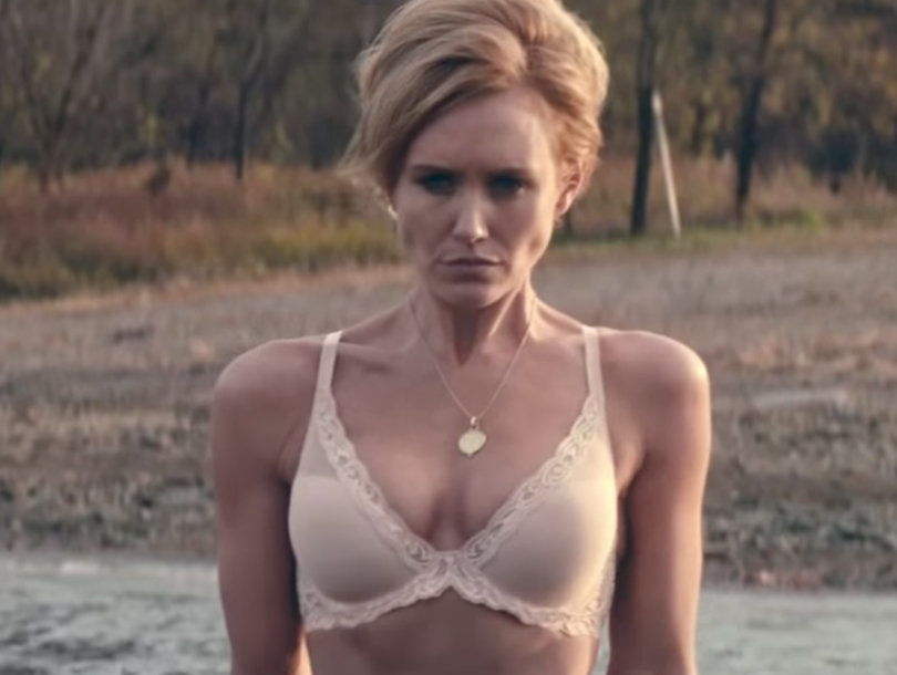 Nicky Whelan wears a revealing bikini with fiance Kerry Rhodes and ...