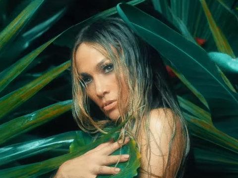 Jennifer Lopez Stuns in Sexy 'Ni Tú Ni Yo' Music Video