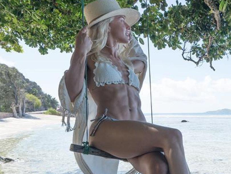 Julianne Hough's Shredded Stomach Steals the Spotlight on Honeymoon