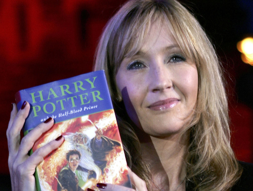 Harry Potter Book Jk Rowling : Jk rowling is releasing new harry potter books this fall
