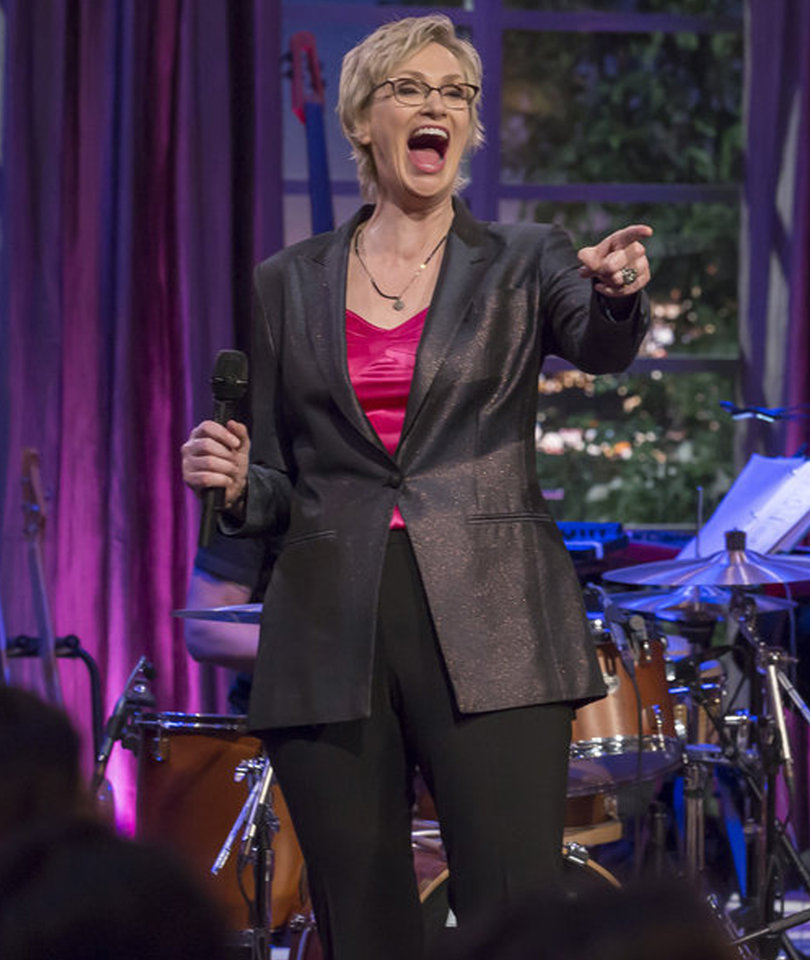 Jane Lynch Teases 'Hilarious' Cast of 'This Is Us' on 'Hollywood Game Night'
