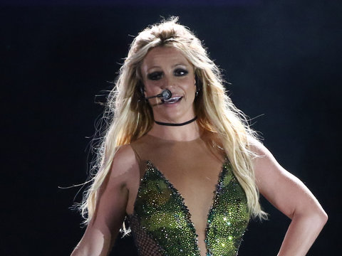 Britney Spears Brings Down the House With Bonnie Raitt ...
