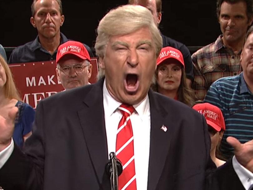 Baldwin Spoofs Trump's Nutty Arizona Rally on 'SNL's Weekend Update: Summer…