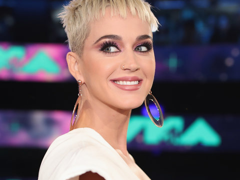 Host Katy Perry Wows In White at the MTV VMAs 2017