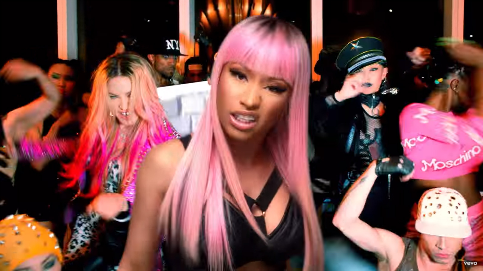 nicki_minaj_video_inset3
