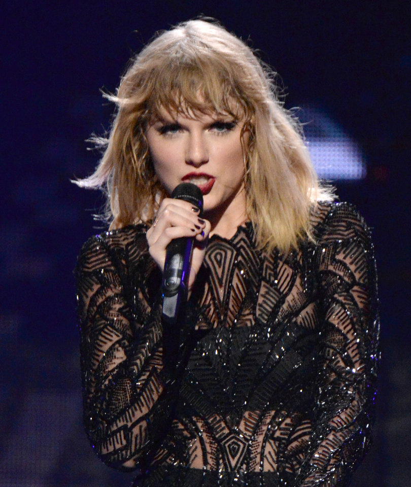 Taylor Swift Drops Surprise New Single 'Ready For It'