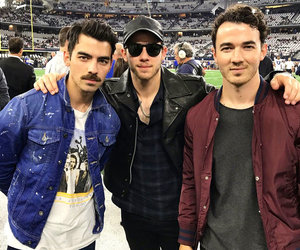 Joe Jonas Reunites the JoBros at Cowboys Game