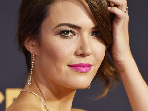 'This Is Us' Star Mandy Moore Flashes Engagement Ring at the Emmys