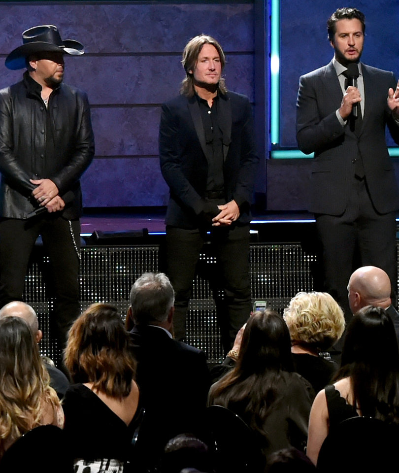 How Country Stars Honored Vegas Victims at 2017 CMT Artists of the Year Special