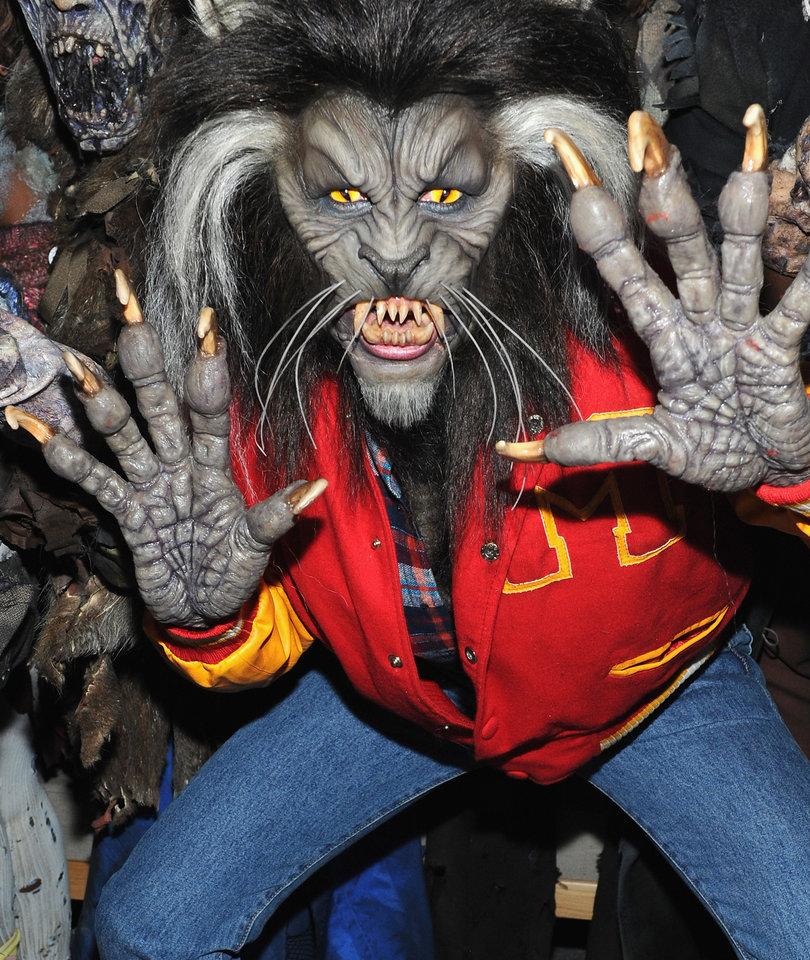 Heidi Klum Crushes It as Michael Jackson's 'Thriller' Werewolf for Halloween