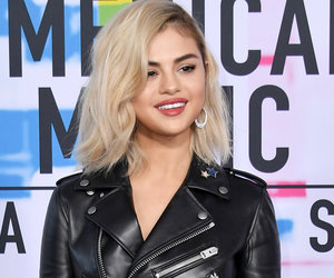 Selena Gomez Debuted A New Look on the AMA Red Carpet and Fans Are 'Shook'