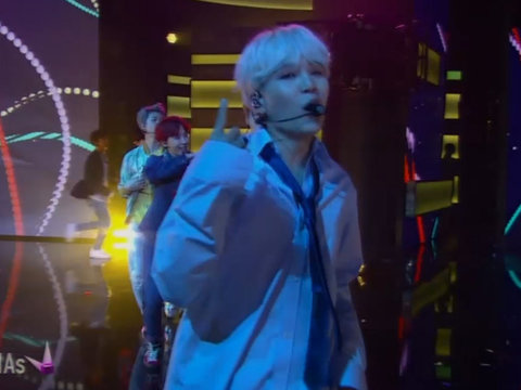 BTS Performs at the AMAs