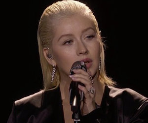 Christina Aguilera Honors Whitney Houston with Powerful American Music Awards…