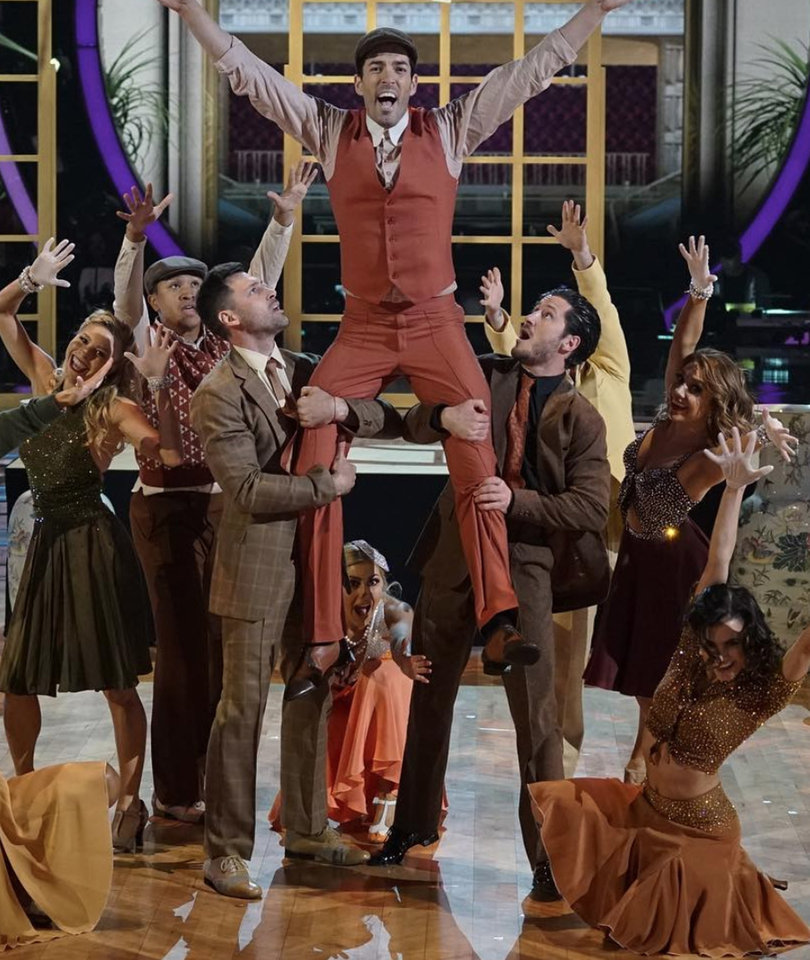 'Dancing With the Stars' Performance Finale Brings Surprise Elimination