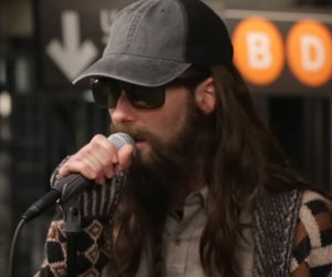 Maroon 5, Jimmy Fallon Start Party in NYC Subway While Busking