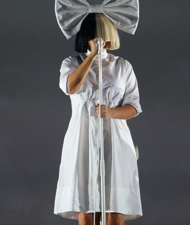 Sia Live Tweets Being Late for Concert and It's Hilariously TMI