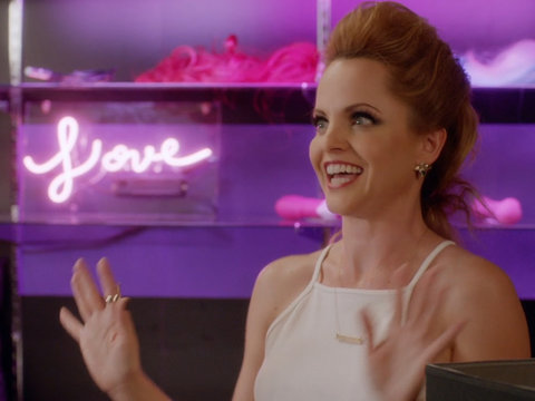 Sneak Peek: Mena Suvari on 'Hot Date'