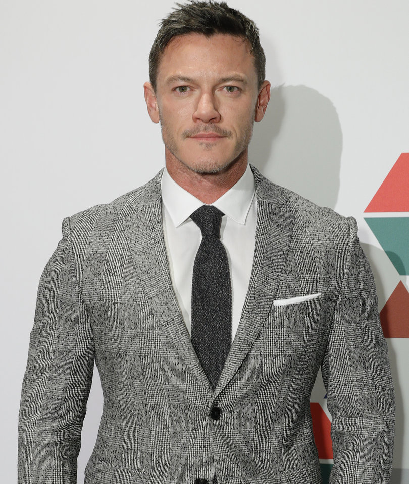 We're Not Even Sure How Many Abs Luke Evans Has In Ripped Selfie