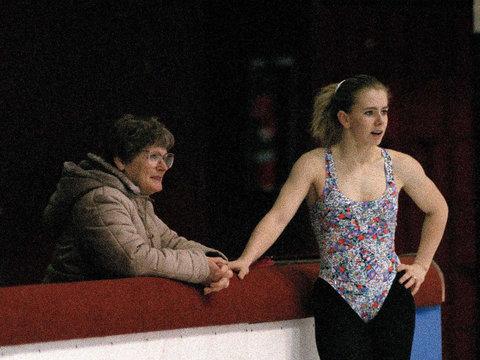 Tonya Harding's Mom Disputes Knife Attack Show in 'I, Tonya'