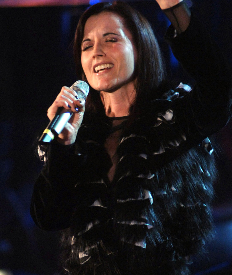 Hollywood and Rock Stars Mourn Death of Dolores O'Riordan