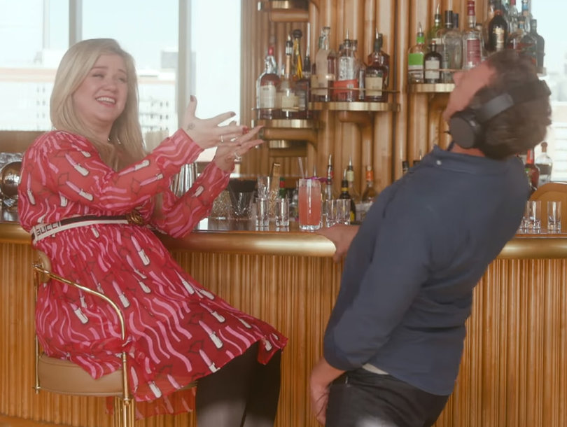 Seth Meyers Drunkenly Serenading Kelly Clarkson With 'Since U Been Gone' Is Everything We've Ever Wanted