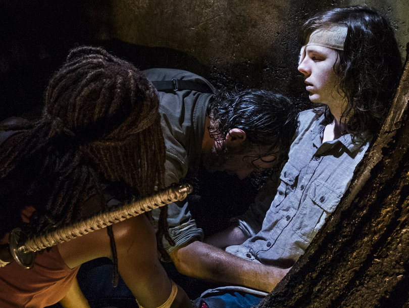 'The Walking Dead' Returns with Huge Goodbye, Major WTF Moment and Puzzling Flash-Forward