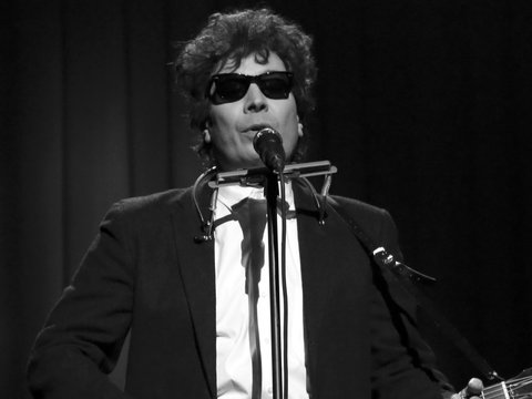 Jimmy Fallon Takes Aim at President Donald Trump with Bob Dylan Impression