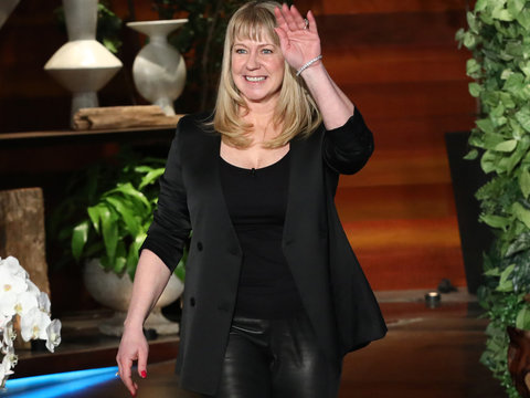 Tonya Harding Teaches 'Ellen' Producer How to Figure Skate