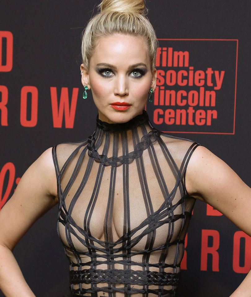 Why Jennifer Lawrence Looked Like 'A Goth Dream on Crack' at Premiere