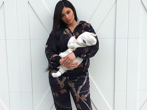 Kylie Jenner Shares New Photo of Her Sleepy Little 'Angel' Stormi