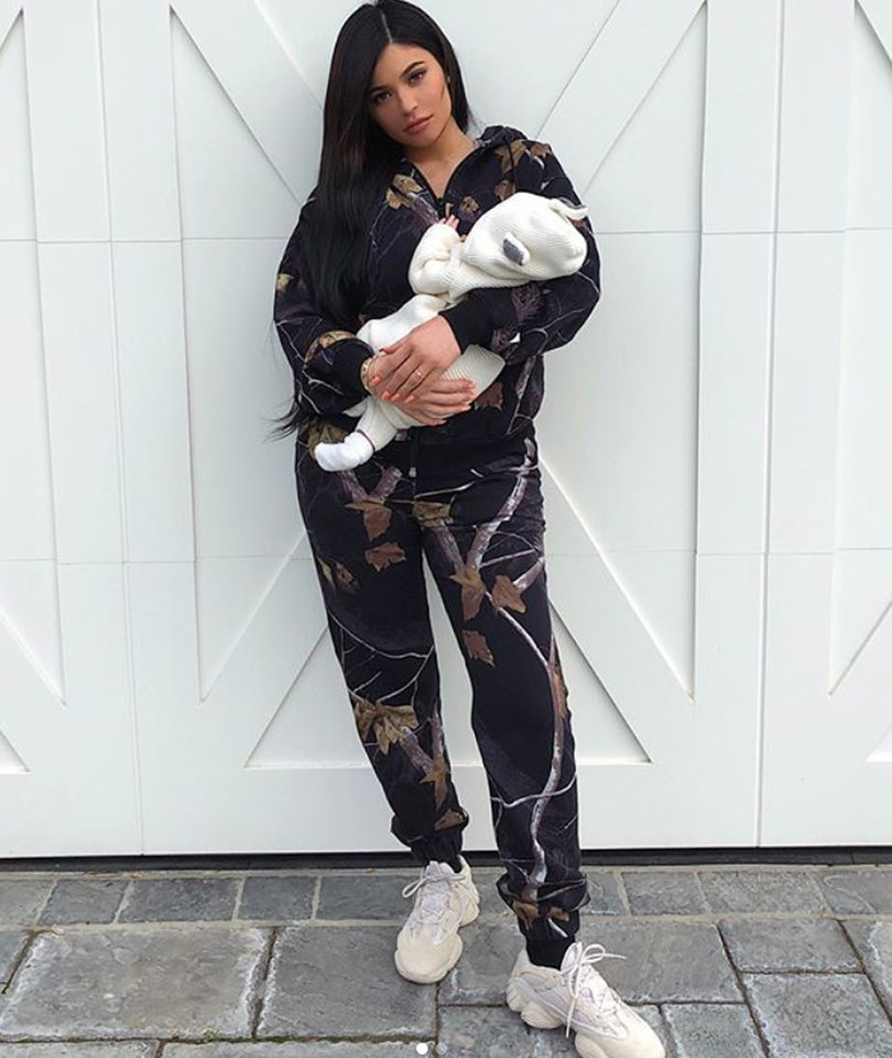 Kylie Jenner Shares First Full Photos with 1-Month-Old Stormi