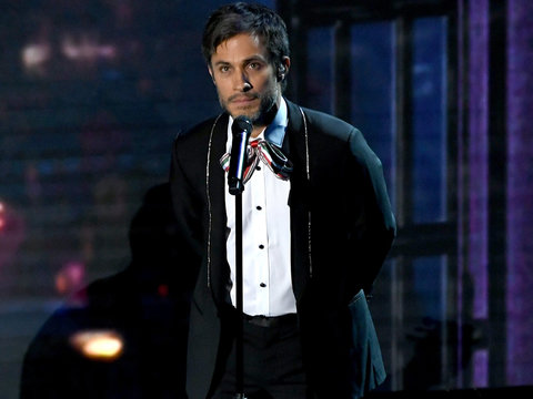 Gael Garcia Bernal Sang His Heart Out at the Oscars and Twitter Tore Him Apart