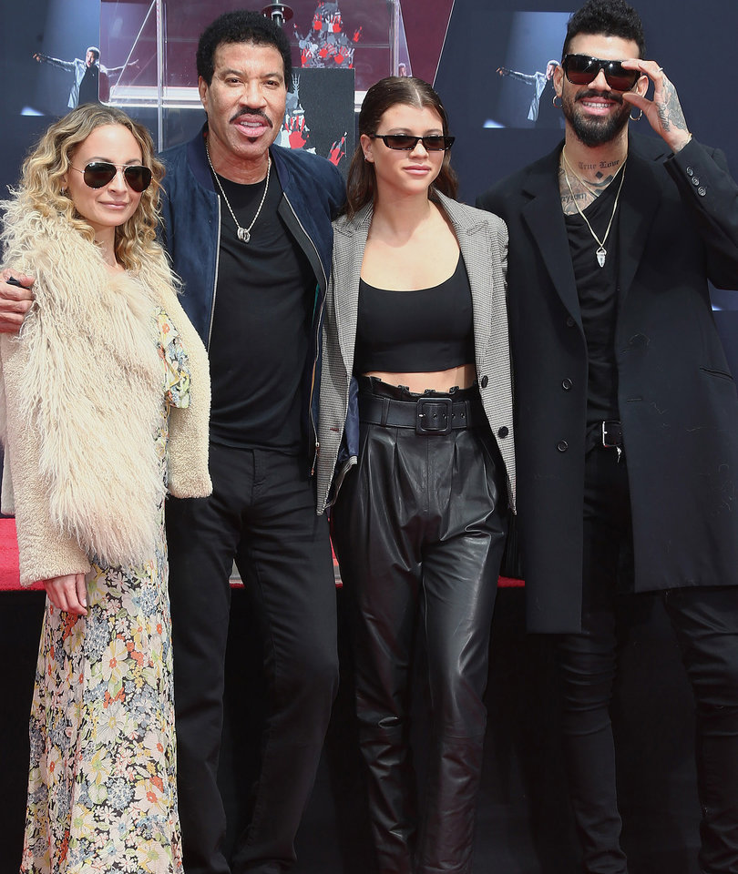 Lionel Richie Makes Rare Appearance with All His Kids at Handprint Ceremony