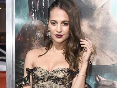 Alicia Vikander Wins the Red Carpet at 'Tomb Raider' Premiere